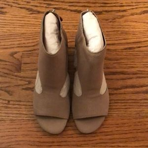 NWOB Gentle Souls Taupe Sandals